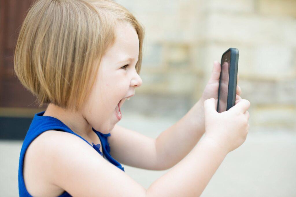 Jogos de celular com base em estimulação cognitiva das funções executivas