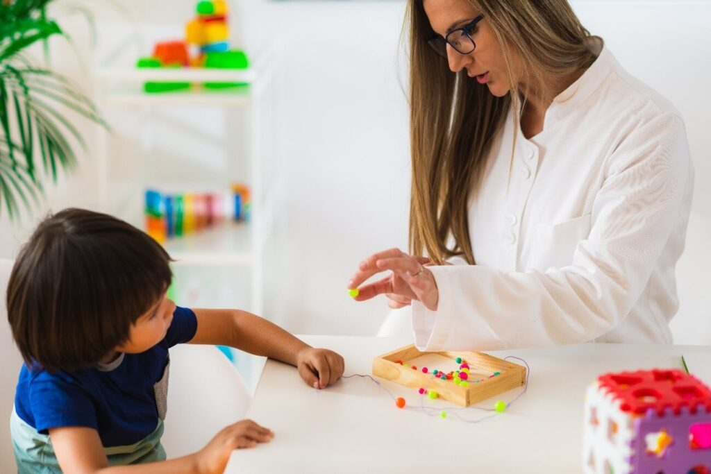 psicologia comportamental infantil - criança brincando