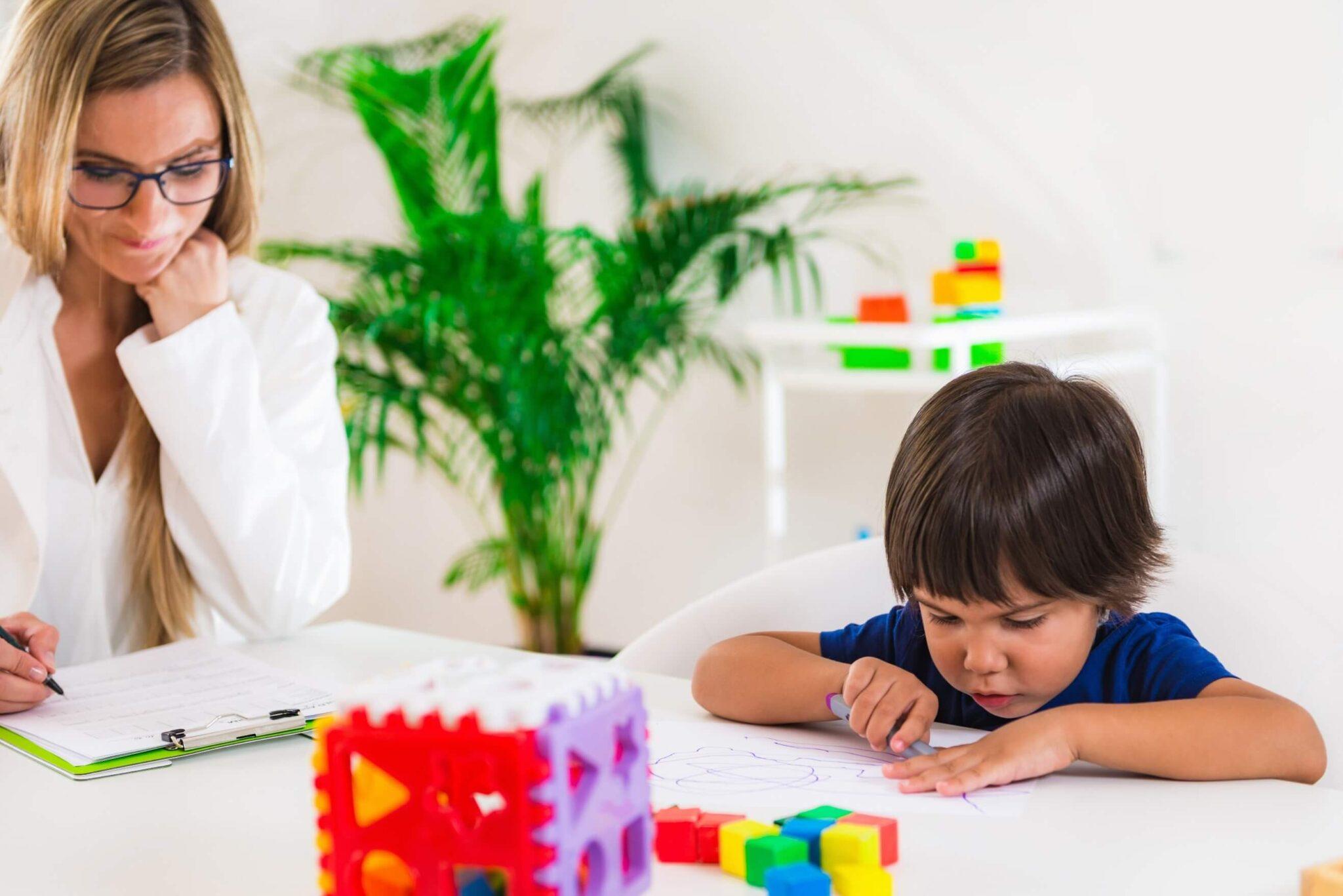 clínica de psicologia infantil - criança na terapia