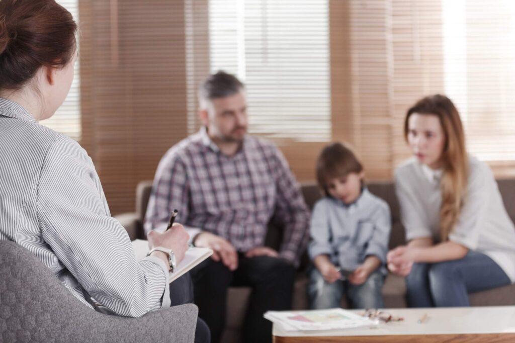 etapas no atendimento infantil - familia na psicóloga